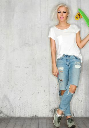 STYLING TIPS: Cum să porți tricoul alb cu stil
