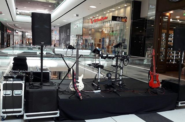 Special pentru copii in #mymegamall  la #scoalaaltfel . . . #guitar #bass #drums #playinginstruments #music #musically #musical
